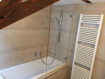 Badezimmer mit Wanne Loftferienwohnung